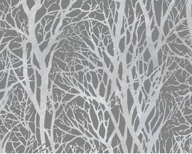 Tapeta na flizelinie niemieckiej firmy A.S. Creation z kolekcji Life 3. Ten wzór tosrebrne, mieniące się gałęzie drzew na ciemniejszym szarym tle w stylu skandynawskim.