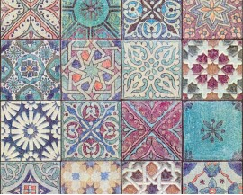 Tapeta na flizelinie niemieckiej firmy A.S. Creation z kolekcji Bude 2.0. Wzór idealnie imitujetradycyjne, wielokolorowe marokańskie płytki.