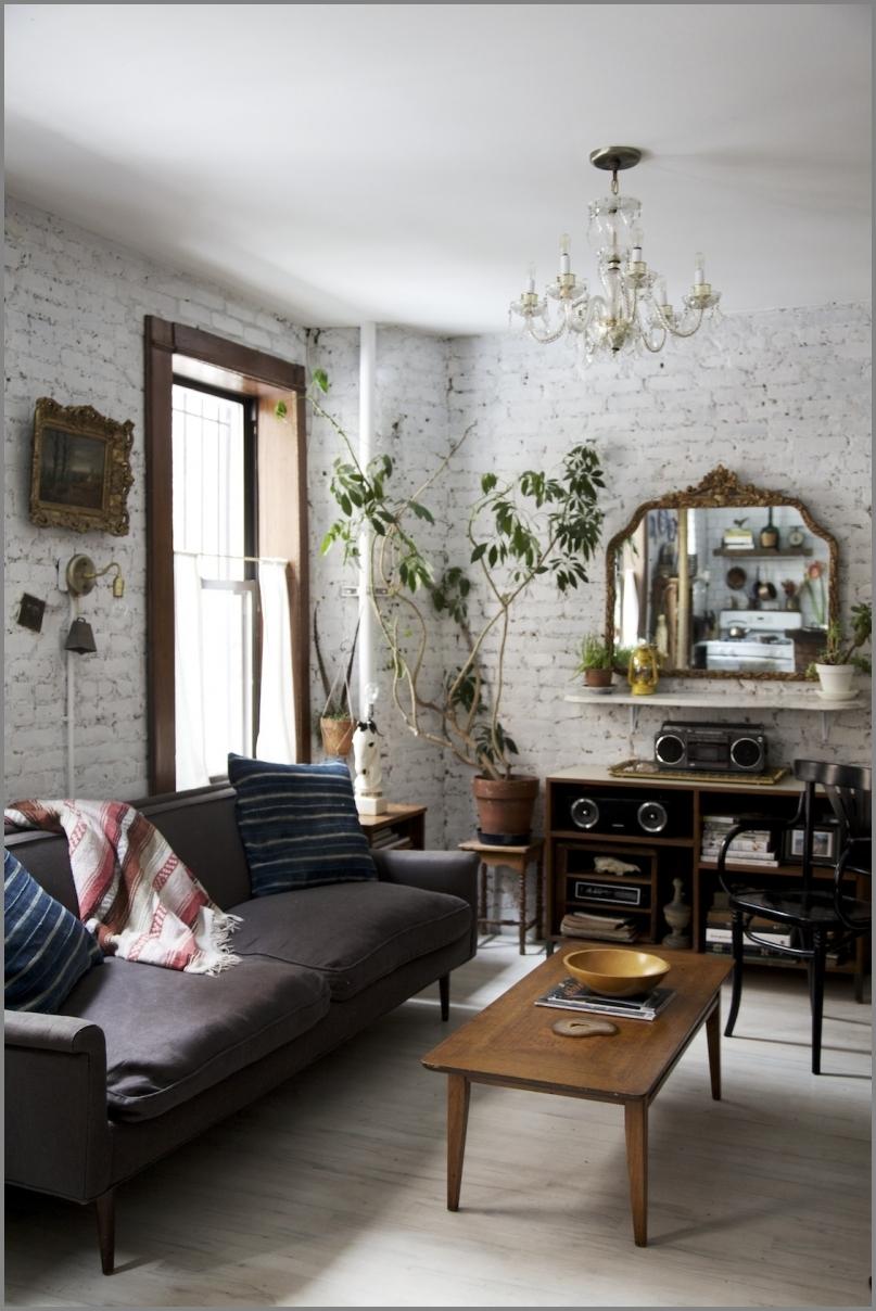 Nierówne stare i brzydkie ściany można zrobić z nich atut